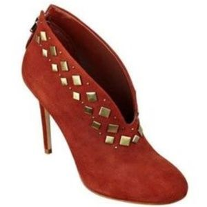 GUESS! SARETTA RUST STUDDED SUEDE ANKLE BOOTIES